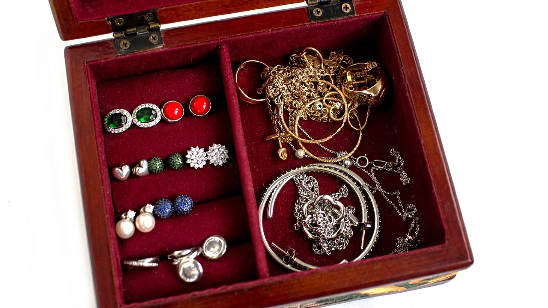 Faites l'option des bijoux en acier inoxydable